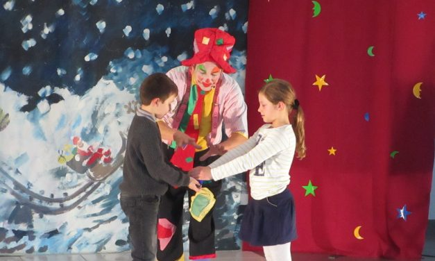 Félicien le magicien donne un spectacle pour nos élèves