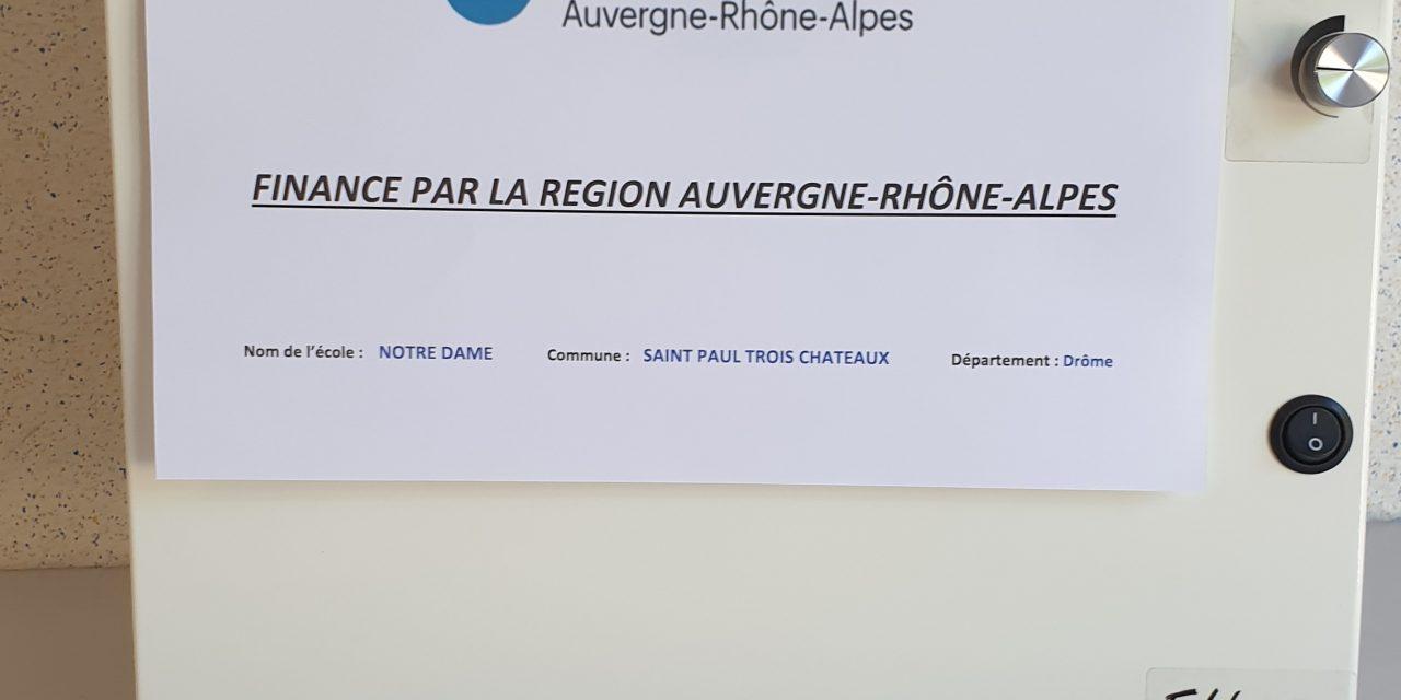 La Région Auvergne-Rhône-Alpes finance l'achat de purificateurs d'air.